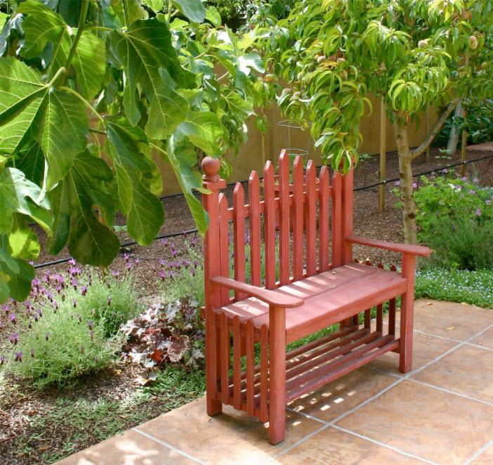 красная скамейка