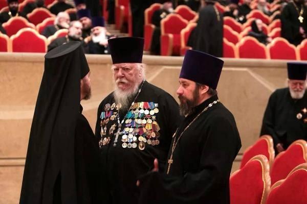 """""""Ну, я все, которые были и надел"""": Протоиерей Димитрий Смирнов пытался вспомнить за что получил ордена"""