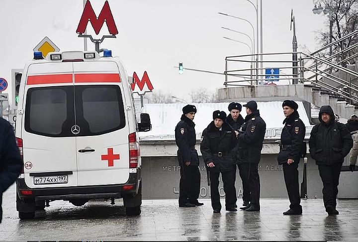 Суд задержал мать, оставившую ребенка у метро в Москве