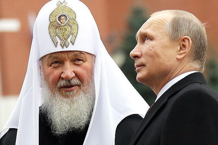 Путина мог крестить отец патриарха Кирилла