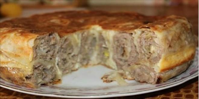 Теперь мясные пироги готовлю только так. От этого сытного пирога мой муж в восторге.