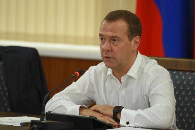 Медведев призвал увеличить объем облигаций для населения