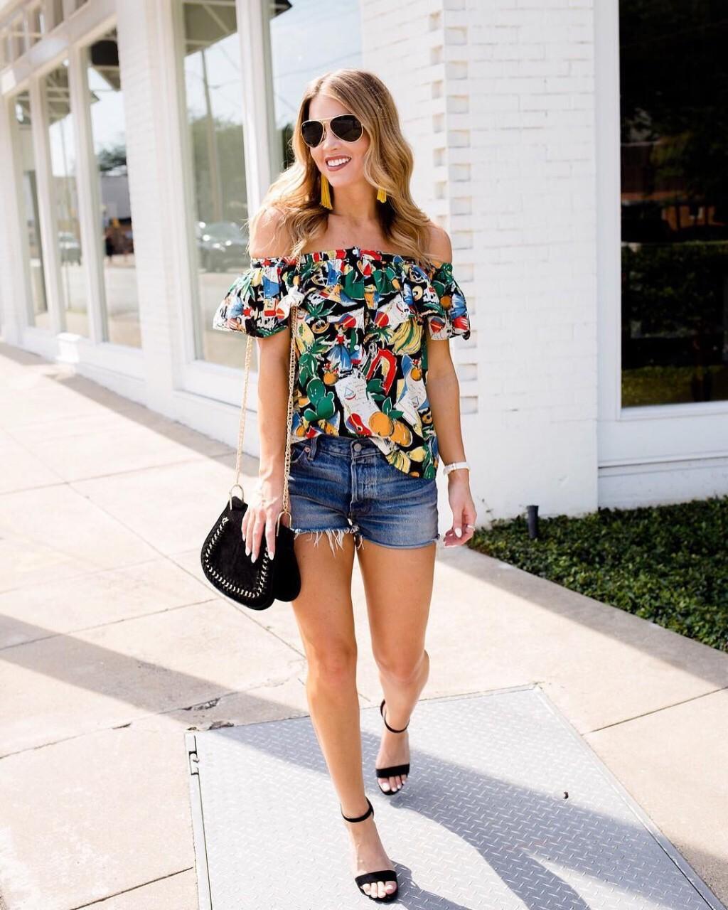 Стильные летние образы с платьями, юбками и шортами