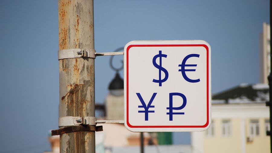 """Почему стоит забыть о долларе? Когда появятся """"умные"""" водосчётчики? И как реагировать на требования мошенников?"""
