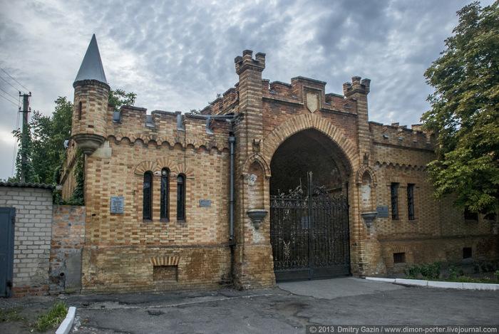 Граф Попов решил составить достойную конкуренцию алупкинскому дворцу светлейшего князя Воронцова.
