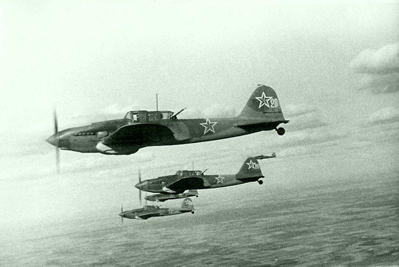 ИЛ-2 - бронированный самолет штурмовой авиации Великой Отечественной войны