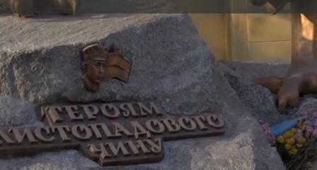 Во Львове на барельефе памятника льву разглядели Путина