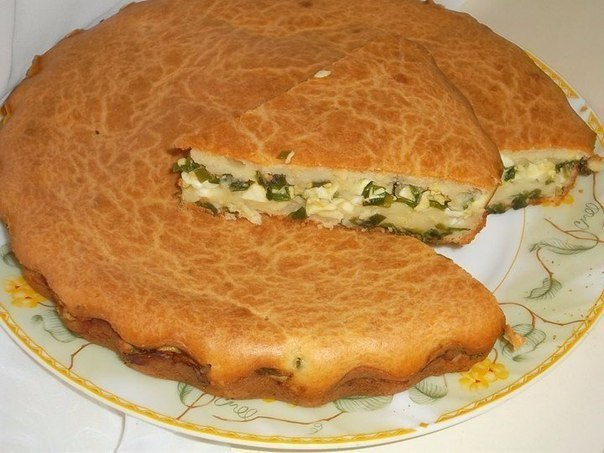 Заливной пирог с зелёным луком и яйцом
