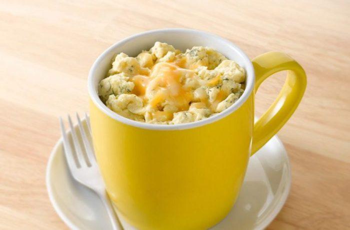 Макароны с сыром в чашке.  Фото: podrobnosti.ua.