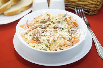 Салат с копченой колбасой и помидорами «Виконт»