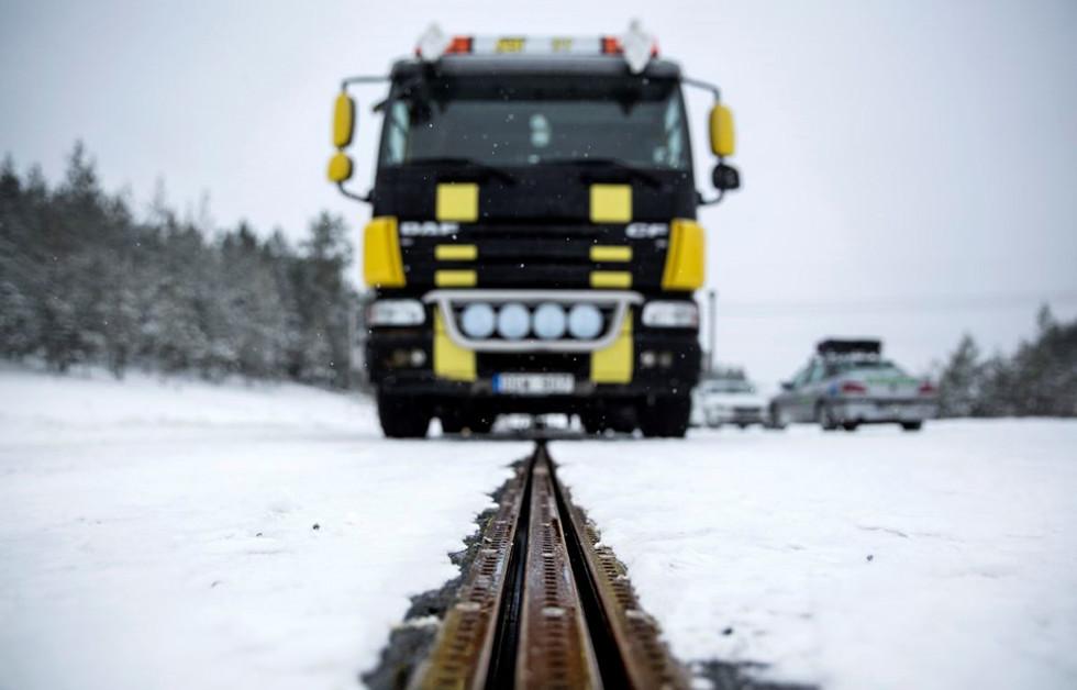 Открыта первая в мире дорога, заряжающая электрокары на ходу