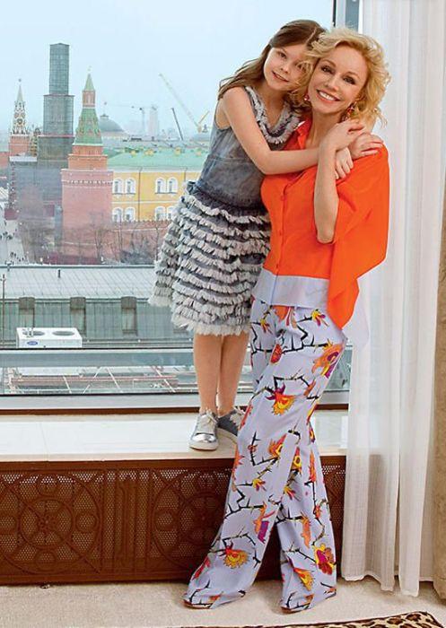 Марина Зудина с дочерью. / Фото: www.7days.ru