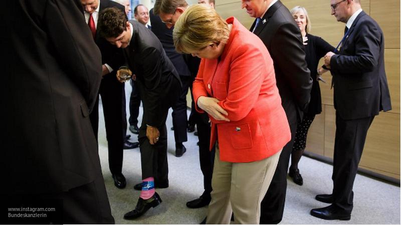 Меркель выложила в свой Instagram фотографию носков премьер-министра Канады