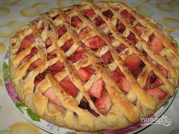 Дрожжевой пирог с ягодно-фруктовой начинкой