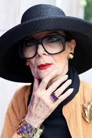 Евгения Львовна – восхитительнейшая дама 82-х лет, от которой пахнет счастьем. Будьте, как Евгения Львовна!