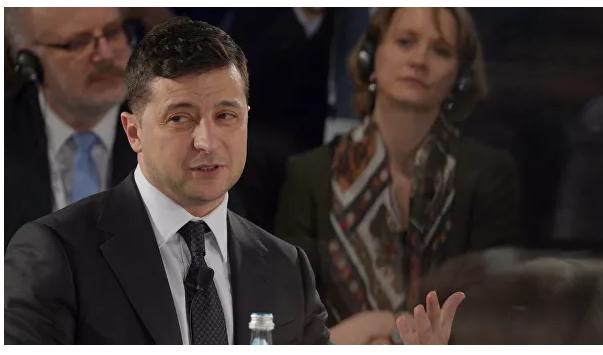 Зеленский пожал руку зрителю, покинувшему зал в ходе его выступления