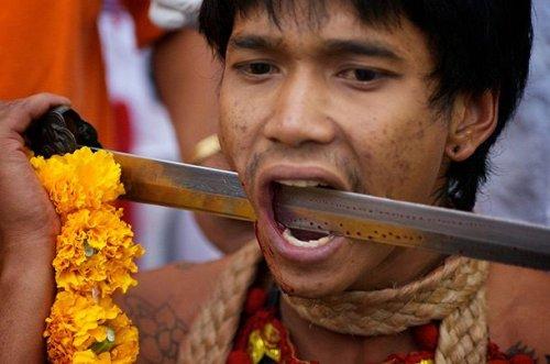 ТОП-25: Странные и невероятные ритуалы со всего мира