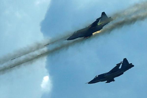 На юге Дамаска начались тяжёлые бои – в небо подняты ВВС России