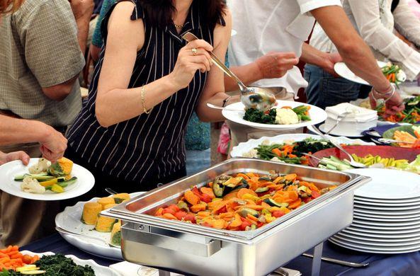 Эксперты рассказали, где во время отдыха туристы чаще всего набирают вес