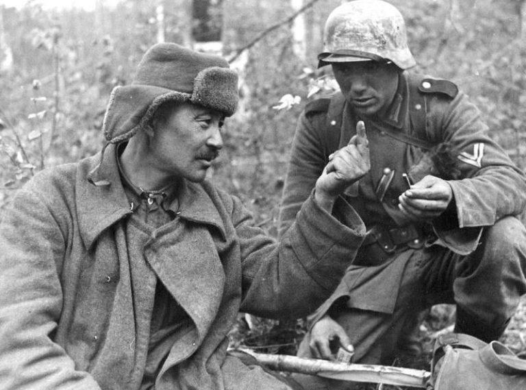 Как во время войны немцы общ…