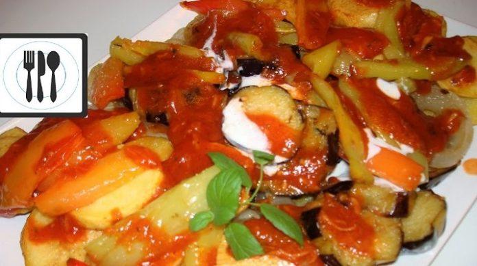 Вкусные жареные овощи с соусом по-турецки