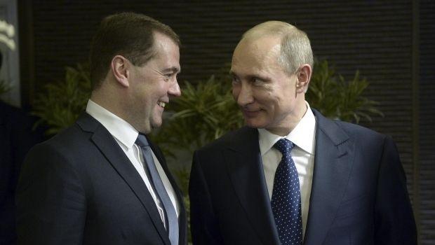 «Кремлевский доклад»: Медведев тонко намекнул Путину подать в отставку, - реакция соцсетей