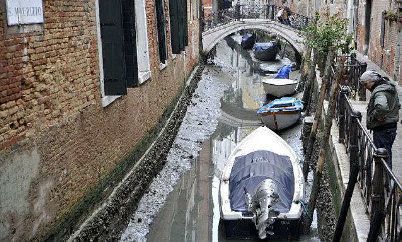 Из каналов Венеции уходит вода