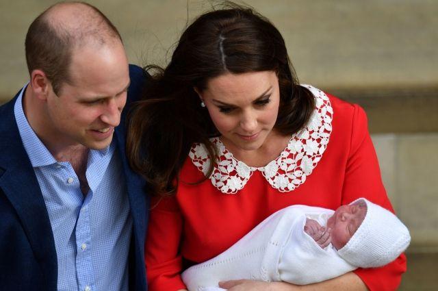 Принц Уильям с супругой показали новорожденного сына