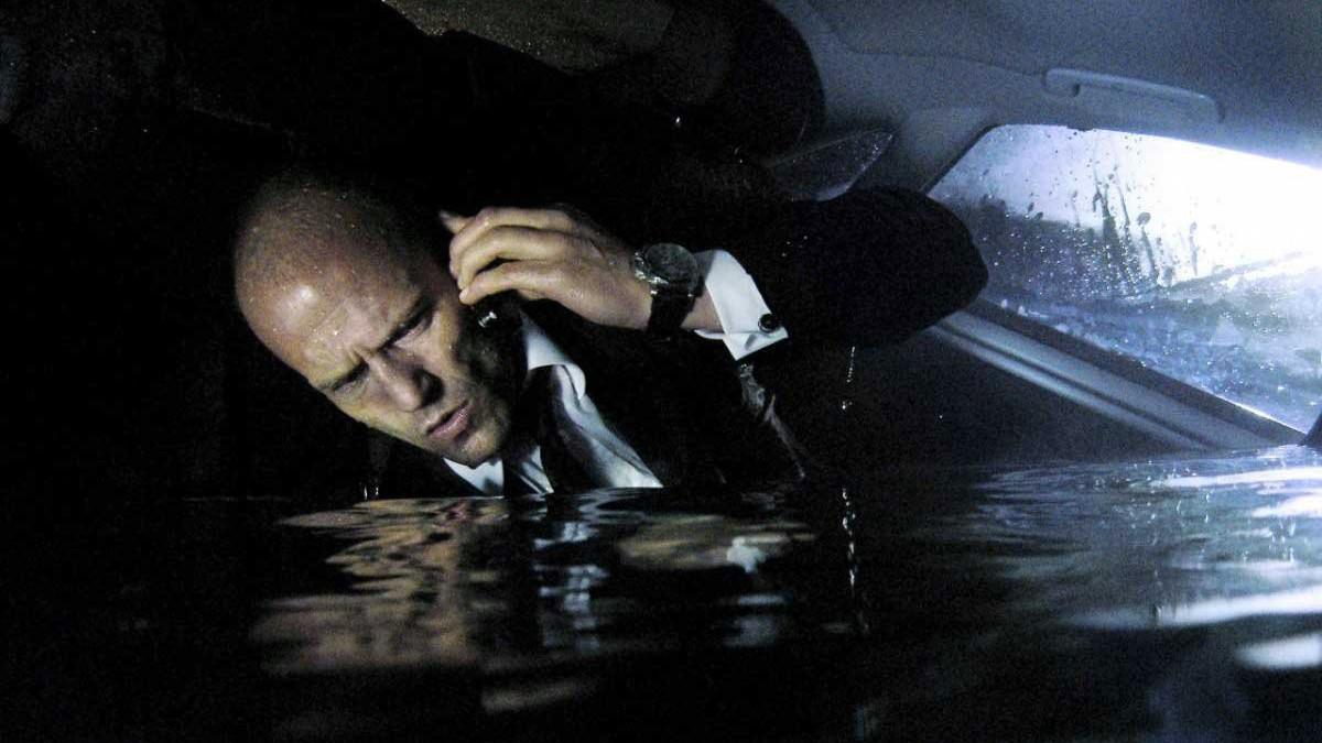 20. Можно оставаться под водой достаточно долго, вдыхая воздух из шины затонувшего автомобиля. мифы, разрушители легенд, факты