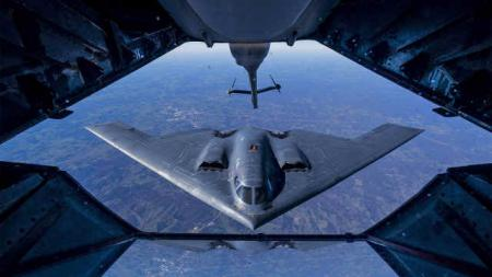 США: 10 стратегических бомбардировщиков В-2 и воздушный командный пункт E-4B подняты на учения