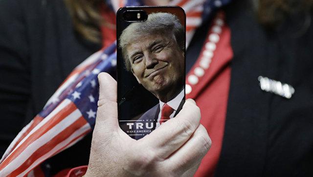 СМИ рассказали, откуда на конференции с Трампом появились российские флаги