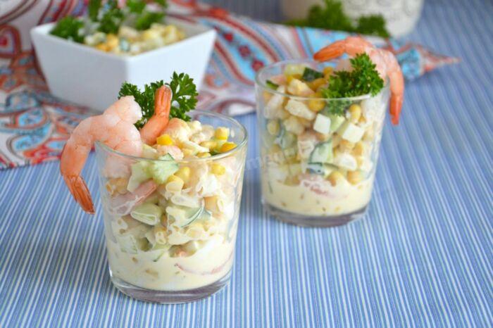 Салат с кукурузой и креветками