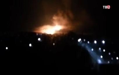 На крупнейшем военном складе Украины произошел пожар со взрывами. Видео