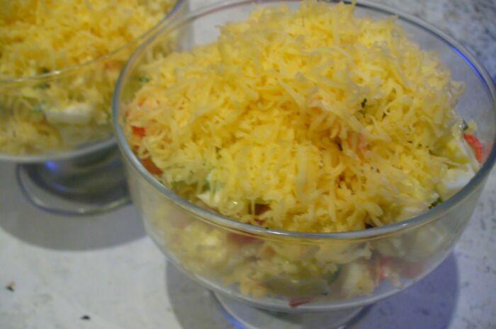 Салат с креветками и свежим огурцом