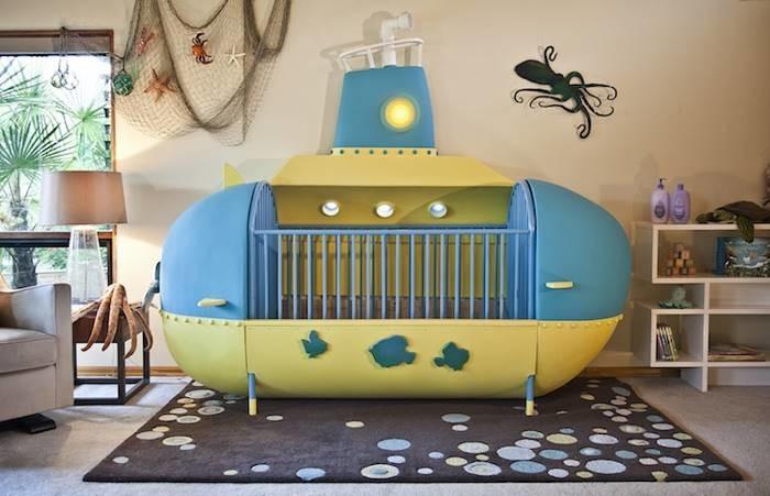 Креативный папа создал детскую кроватку в виде подводной лодки