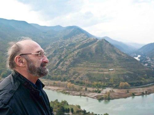 Профессор-вервольф: история грузинского ученого, который два года жил и охотился с волками