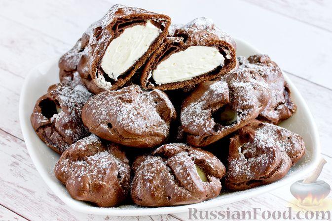 Фото приготовления рецепта: Шоколадные профитроли с кремом