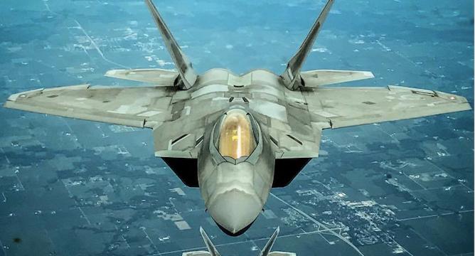 Солнце и песок – главные враги топового истребителя США F-22
