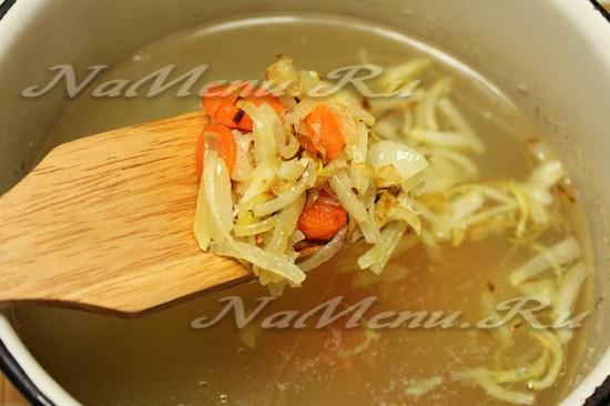 добавляем зажарку в суп