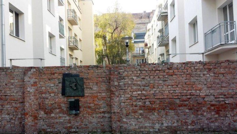 Как построить элитное гетто: Оскорблять власти нельзя, а остальных можно?
