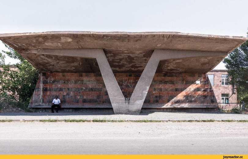 Советские автобусные остановки на фотографиях Кристофера Хервига
