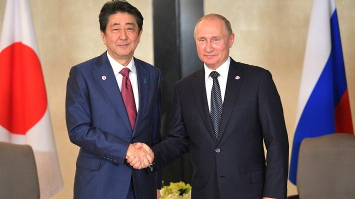 Путин поблагодарил Абэ за встречу