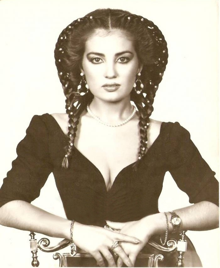 красивая девушка турчанка Бахар Озтан фото
