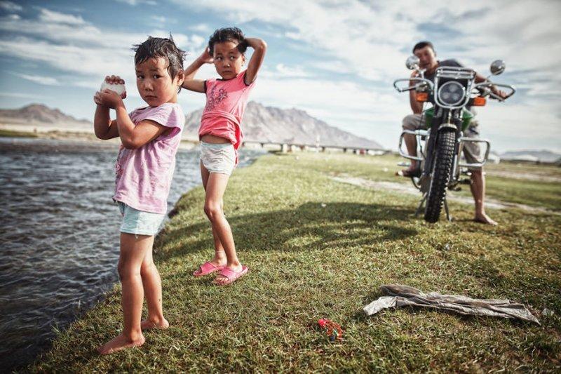 Неожиданное знакомство с местными жителями, Монголия монголия, мотоцикл, мотоцикл с коляской, мотоцикл урал, путешественники, путешествие, средняя азия, туризм