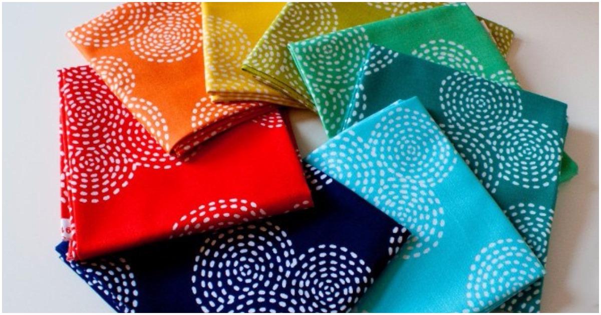 Мастерица взяла несколько лоскутков цветной ткани. Посмотрите, какая необыкновенная красота у нее получилась