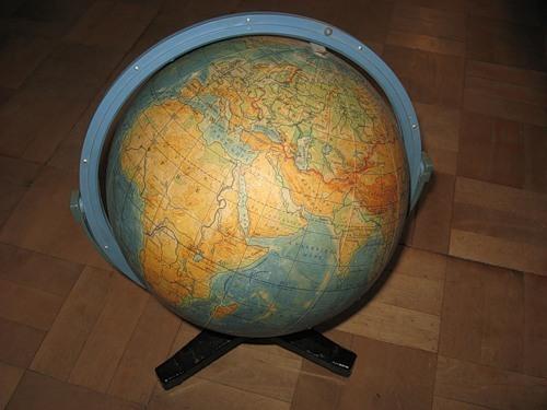 Кто и года изобрел глобус?