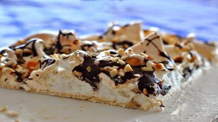 Торт «Павлова» с орехами и шоколадом