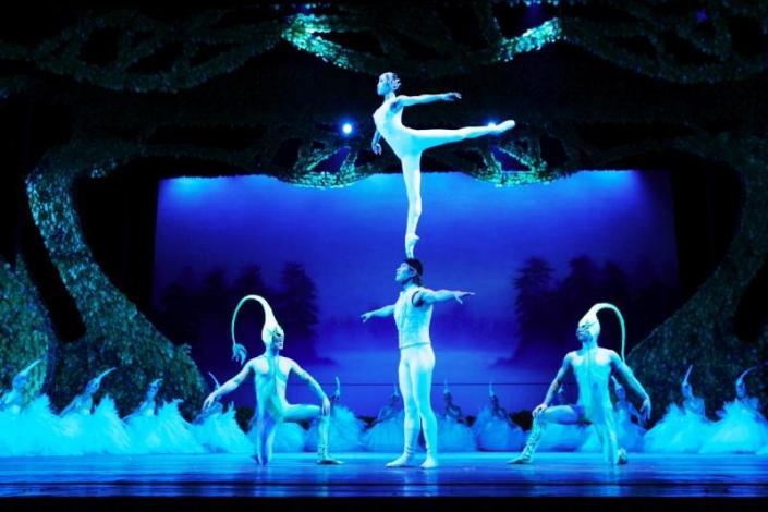 Китайский танец маленьких лебедей... точнее, лягушат