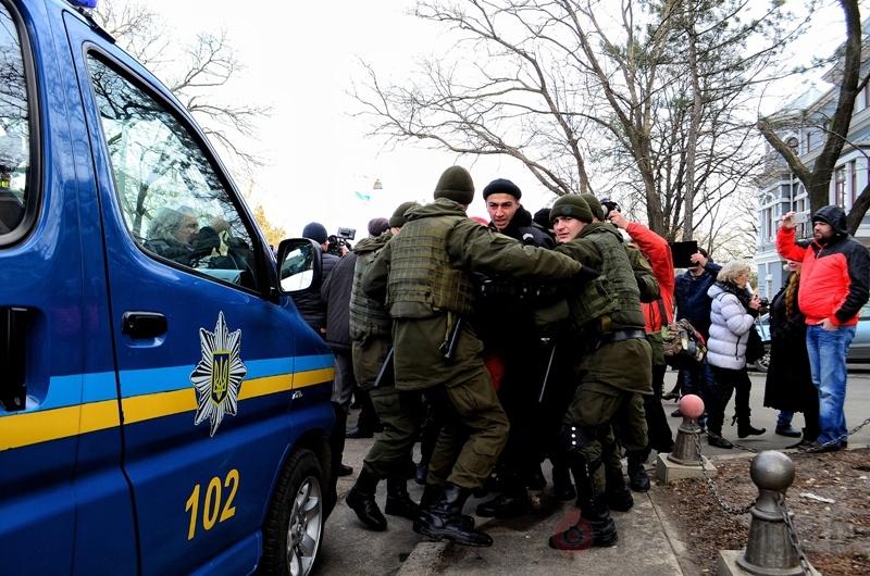 Массовые беспорядки в Одессе: бандеровцы избивают пенсионеров и ветеранов ВОВ