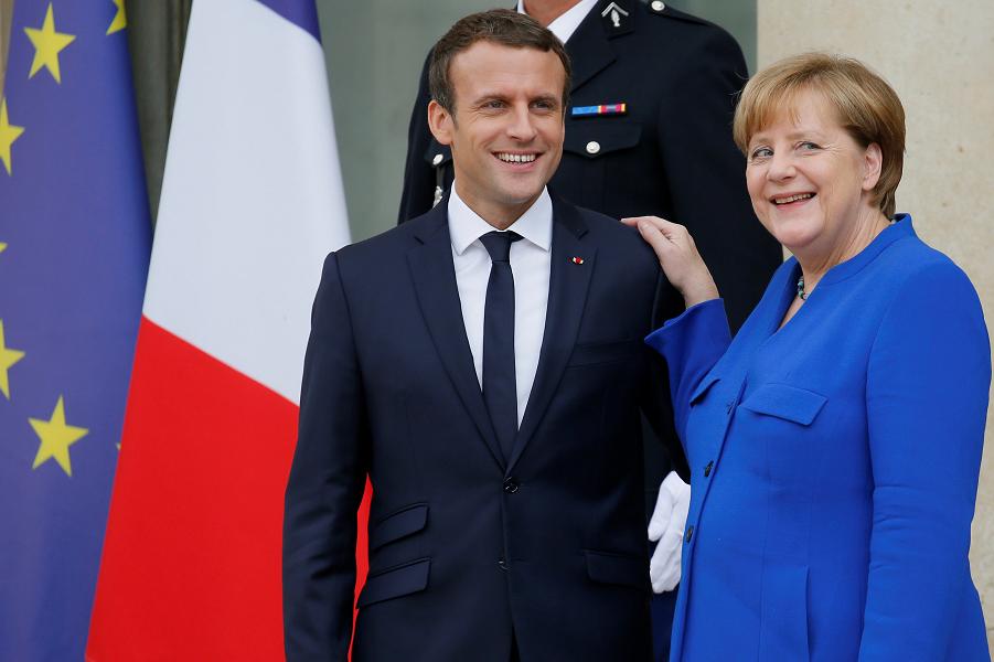 Блокада Донбасса и Запад. Чего стоят слова Меркель и Макрона?